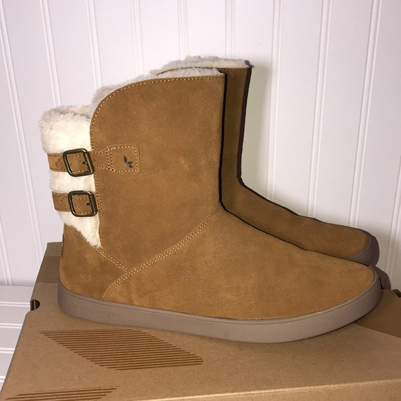 db6e13c3304 UGG Amarah Buckle accents Brown Lined Boots
